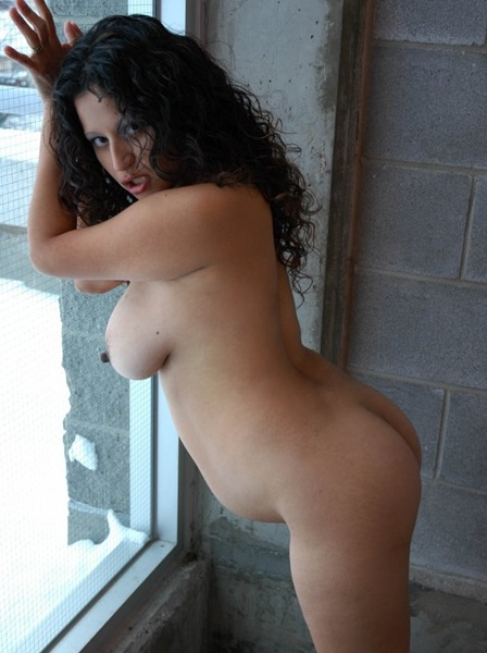prego-lactalia-naked-in-the-window